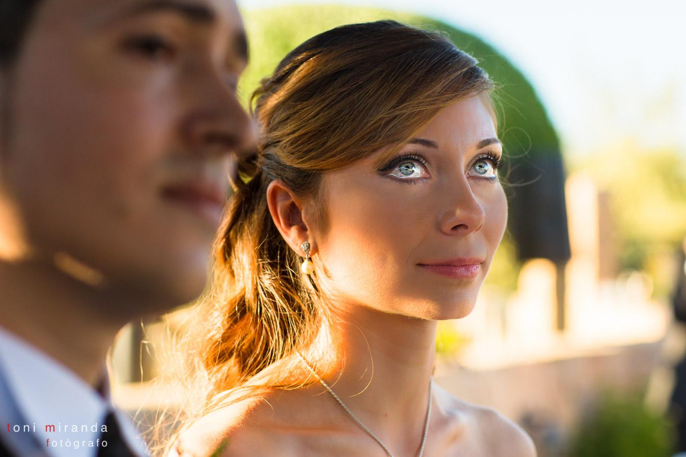 novia en boda civil con lagrimas en los ojos