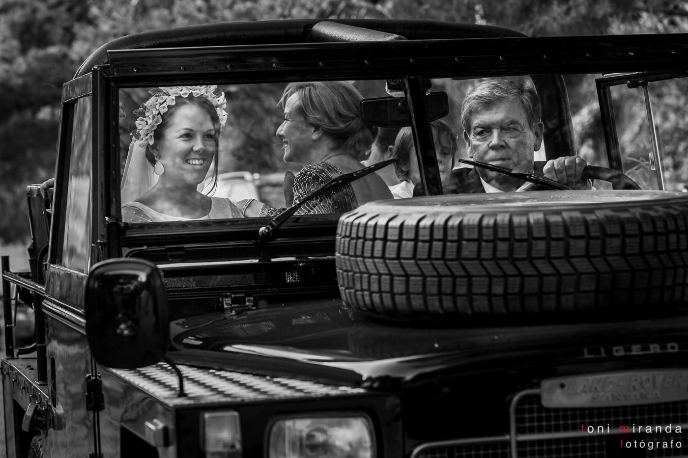 llegada de novia a ermita de polop en jeep