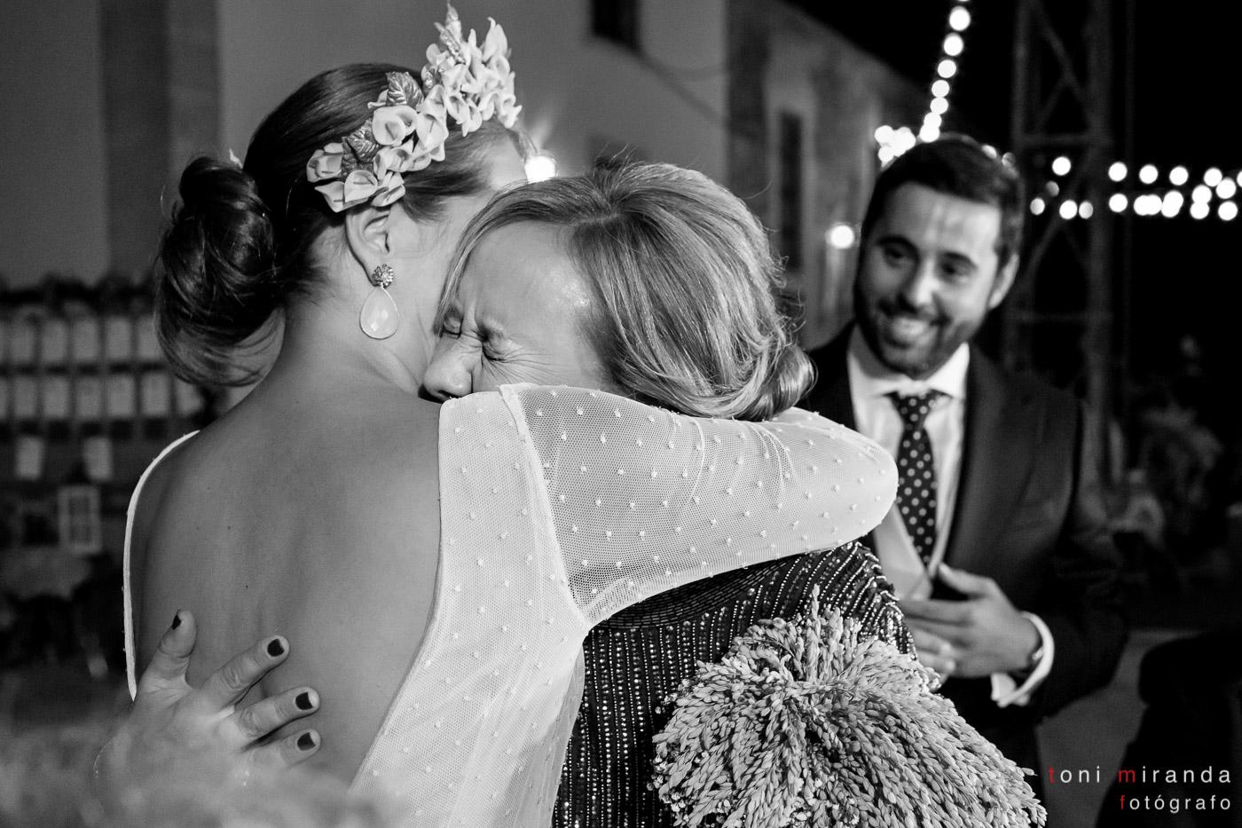 novia y tia llorando en boda de alqueria nova