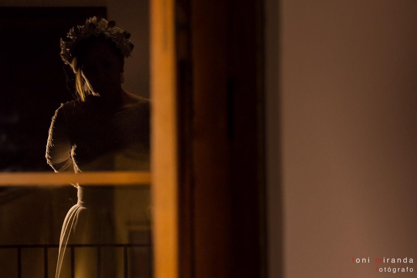 novia reflejada en espejo