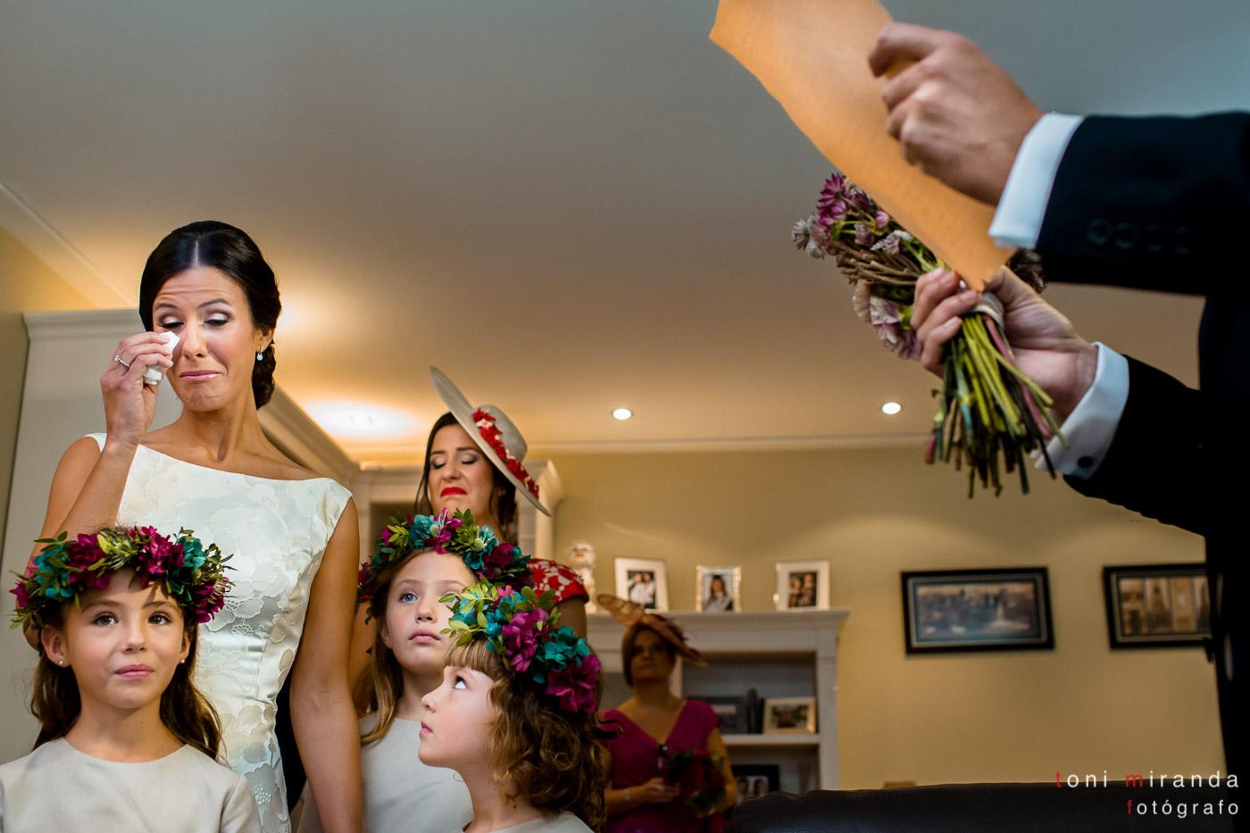 Lectura de padrino de novia a la entrega del ramo, tradición catalana