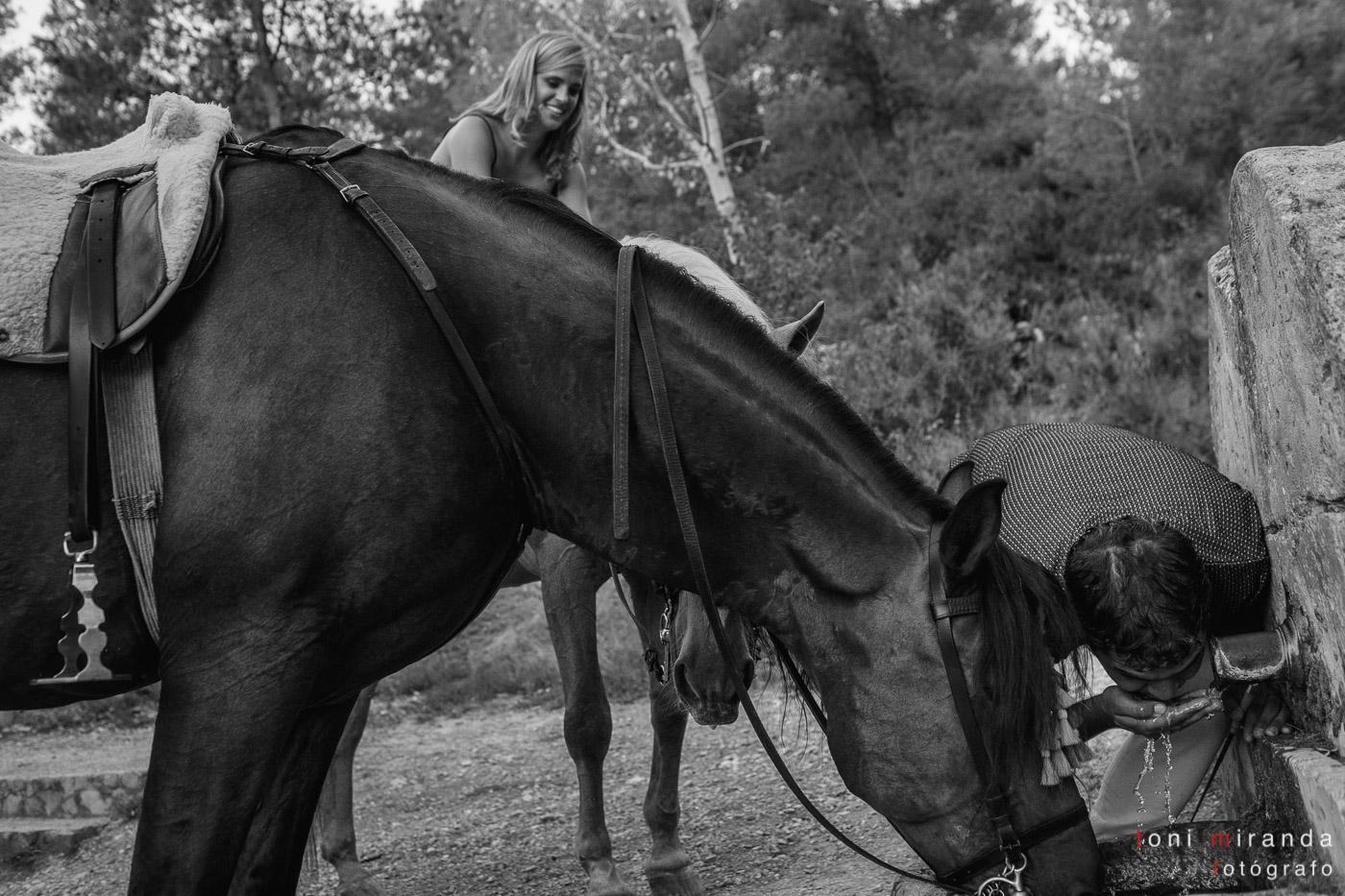 font de la salut novios a caballo