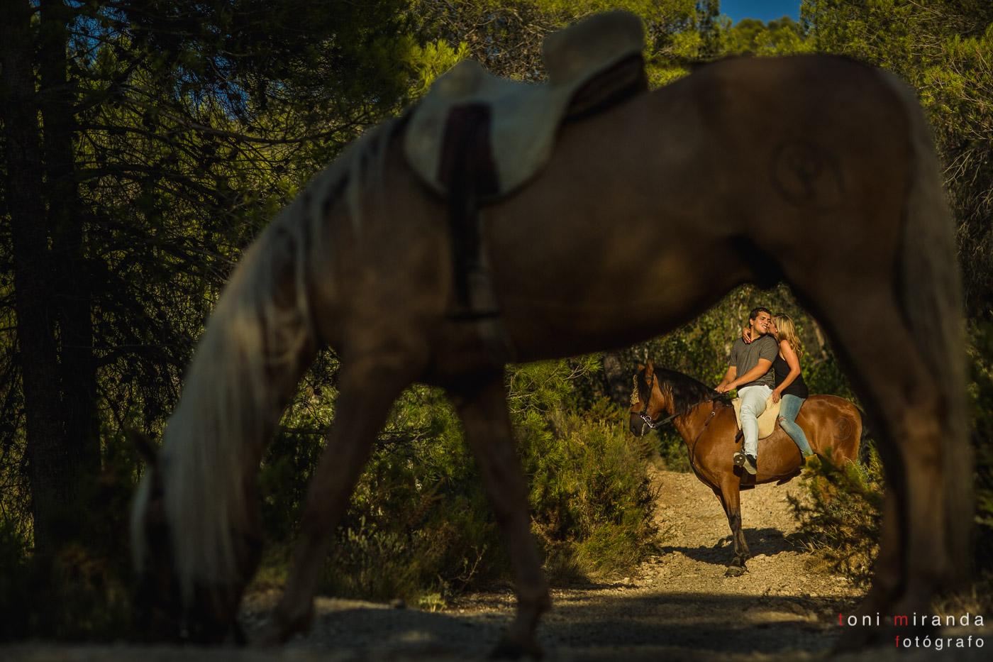 preboda co novios a caballo
