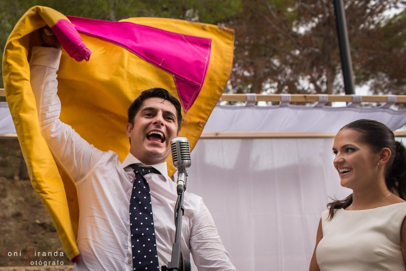 Novio con capote de Jose María Manzanares en boda de finca Montemolar de Altea