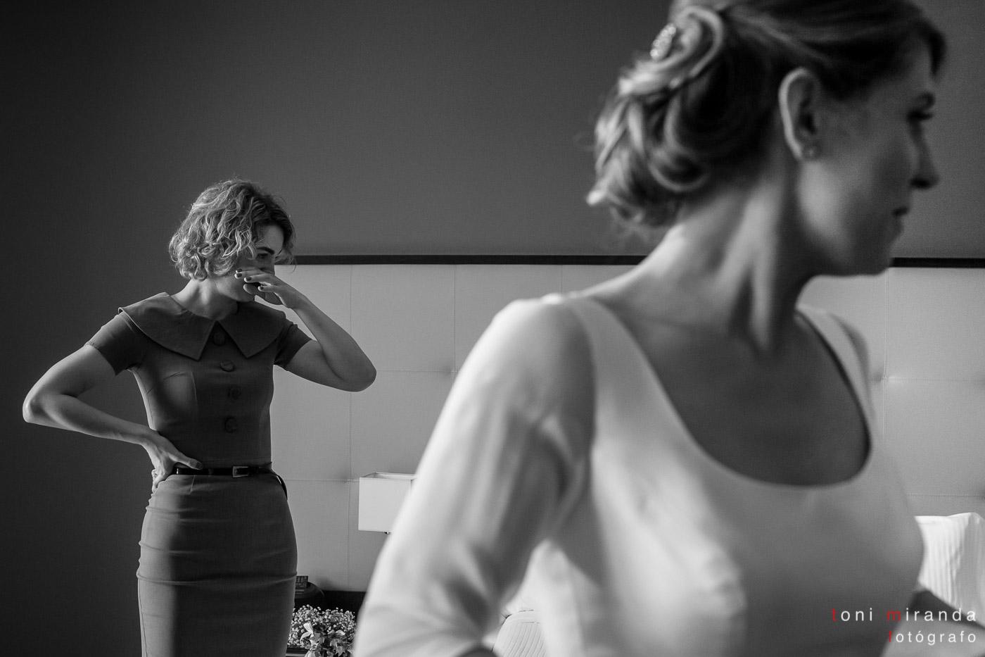 Preparativos novia acompañada por sus amigas en hotel Solymar de Calpe