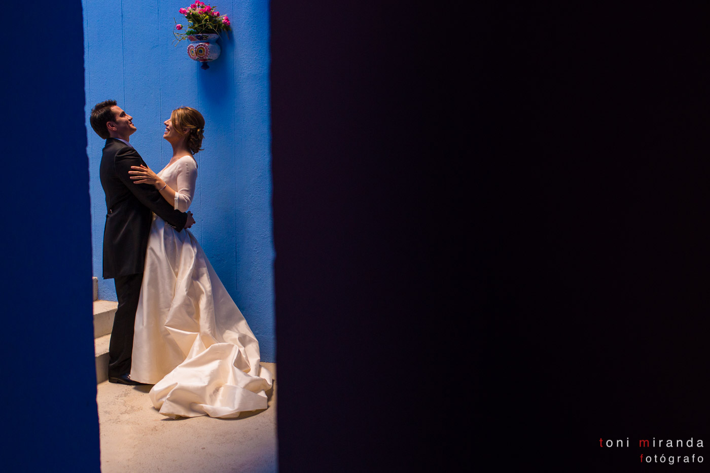 Recién casados en edificio Ricardo Bofill de Calpe